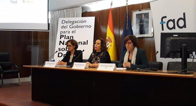 Beatriz Martín, directora de la Fad; Azucena Martí, Plan Nacional sobre Drogas; y Eulalia Alemany, de la Fad presentan un estudio sobre jóvenes y apuestas