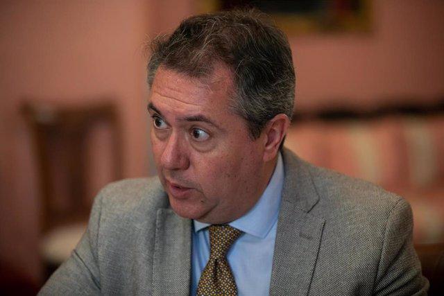 El Alcalde de Sevilla, Juan Espada,  durante su entrevista con Europa Press.