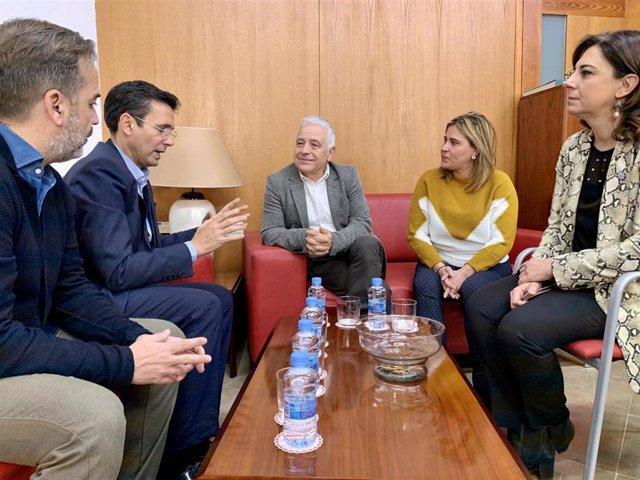 El portavoz del Grupo Municipal Socialista en el Ayuntamiento de Granada, Francisco Cuenca, y el presidente del Consejo Escolar de Andalucía, José Antonio Funes