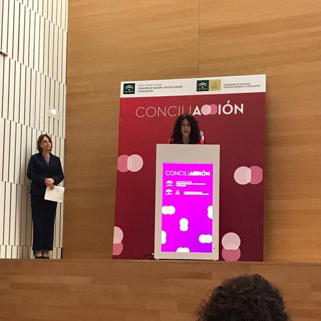 La consejera de Igualdad, Rocío Ruiz, este jueves en Córdoba en la inauguración del Foro 'Conciliación' organizado por su departamento.