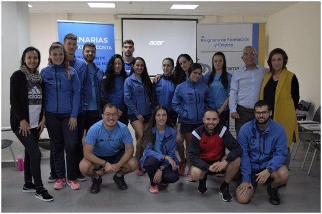 Sebastián Quintana con los estudiantes y equipo técnico del PFAE Farallón de Gáldar
