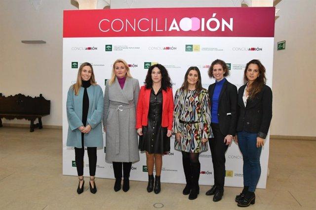 Rocío Ruiz (centro) en la inaguración en Córdoba de las Jornadas 'Concili-Acción 2020'.