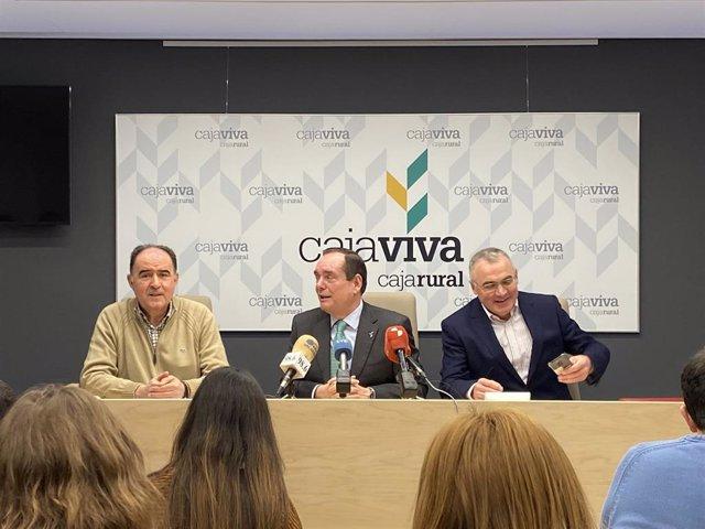 En el centro de la imagen, Ramón Sobremonte, director general de Cajaviva Caja Rural.