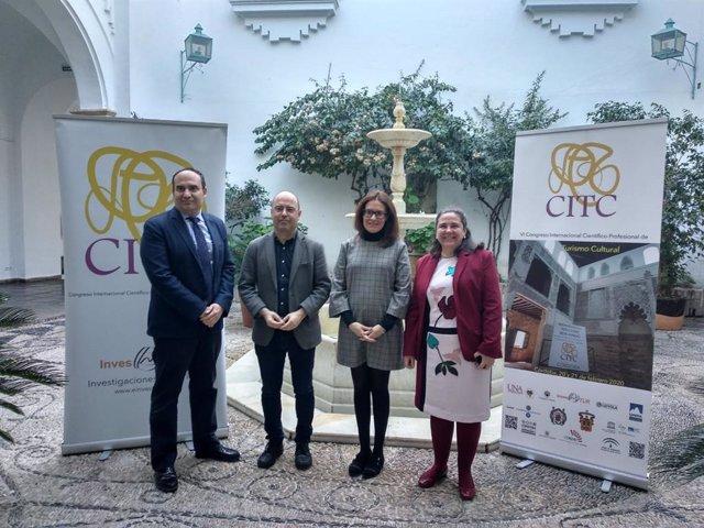 Silas (segunda por la dcha.) en la presentación del VI Congreso de Turismo Cultural