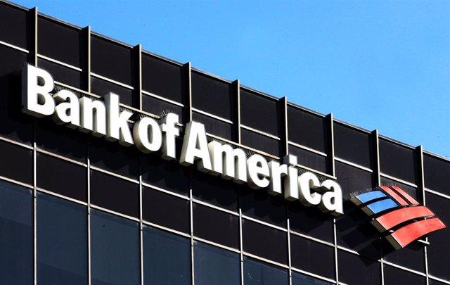 Logo de Bank of America en la fachada de sus oficinas en Los Ángeles