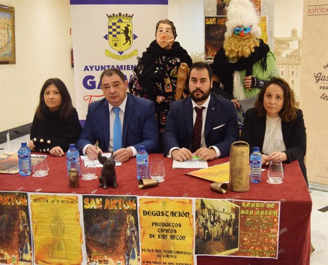 Presentación de la fiesta de las hogueras de San Antón de Gálvez (Toledo).