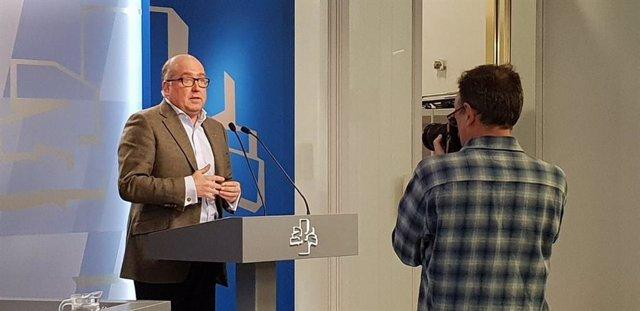 El portavoz parlamentario del PP, Carmelo Barrio, comparece en el Parlamento vasco