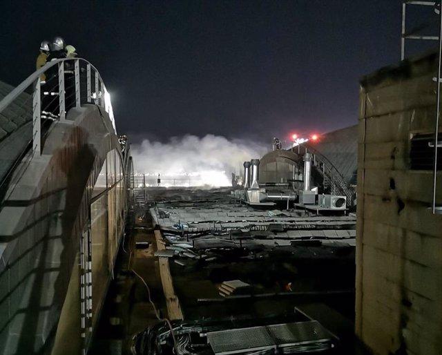 El incendio de la cubierta del aeropuerto de Alicante, esta pasada madrugada.