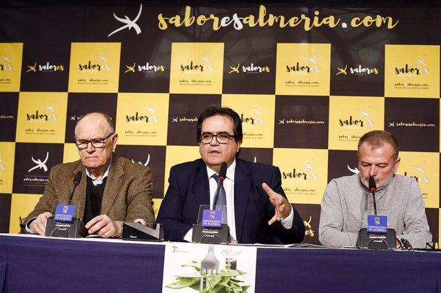 El diputado provincial Antonio Jesús Rodríguez presenta las jornadas sobre el Tirabeque en Dalías