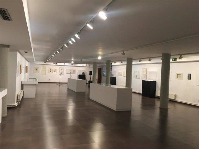 La Sala de Exposiciones de la Casa Revilla de Valladolid este jueves en l ainauguración de la exposición dedicada al proceso creativo del último libro del poeta zamorano Claudio Rodríguez