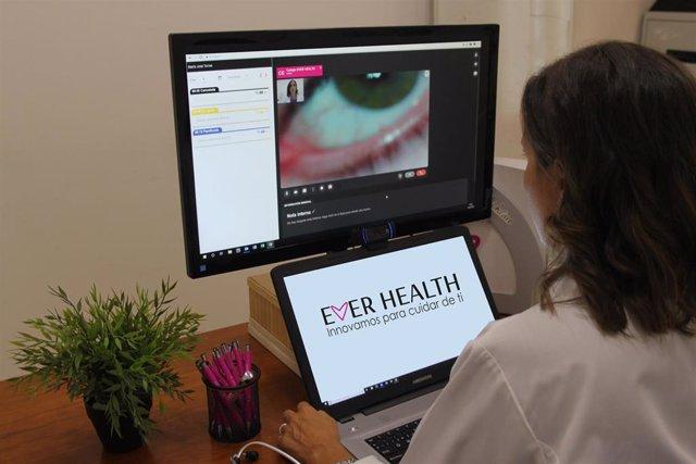 La startup Ever Health ha desarrollado un sistema de telemedicina que cuenta con su propio equipo de profesionales médicos, psicólogos y nutricionistas para ofrecer un servicio médico completo.