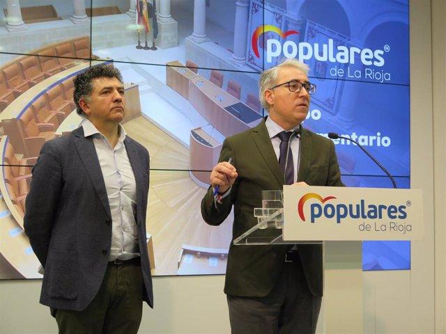 El portavoz del Grupo Popular, Jesús Ángel Garrido, y el diputado Carlos Cuevas han presentado las enmiendas a los presupuestos del Grupo Popular