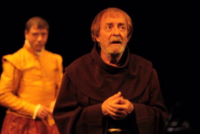 Imagen de la representación de 'Cisneros. La línea de tiza'