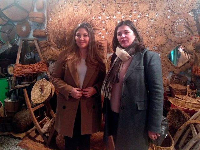 La delegada territorial de la Consejería de Turismo, Regeneración, Justicia y Administración Local en Jaén, Raquel Morales, y la alcaldesa de Jódar, María Teresa García