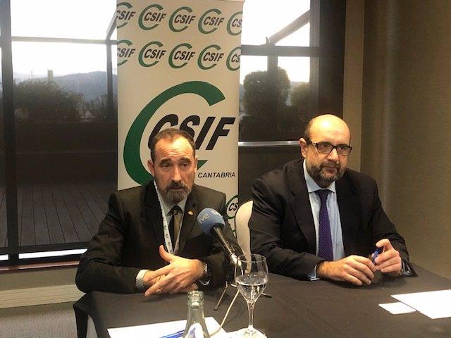 Manuel Ángel Pérez Solís (izda), reelegido presidente de CSIF en Cantabria, junto al presidente nacional del sindicato, Miguel Borra