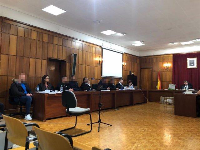 Los acusados en el crimen de Águilas de noviembre de 2017 en el banquillo junto a sus abogados y el Ministerio Fiscal