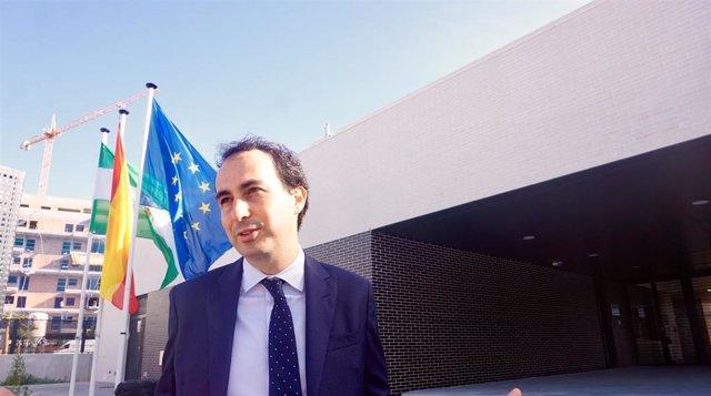 El portavoz de Educación del PP en el Parlamento andaluz, Miguel Ángel Ruiz, en rueda de prensa en Málaga