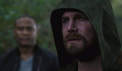 Stephen Amell (Arrow) rompe su silencio sobre el final de Crisis en Tierras Infinitas