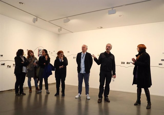 Inauguración de la exposición 'Geografías del viaje', en la Diputación de Huesca, que reúne nueve propuestas de artistas nacionales e internacionales.