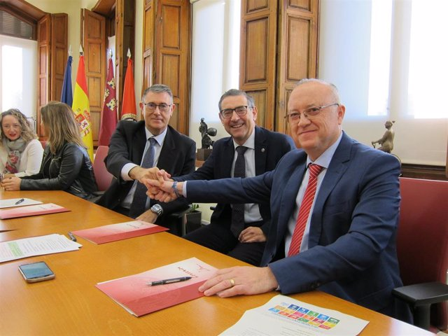 El rector de la UMU, el presidente de la CHS y el gerente de Aguas de Murcia