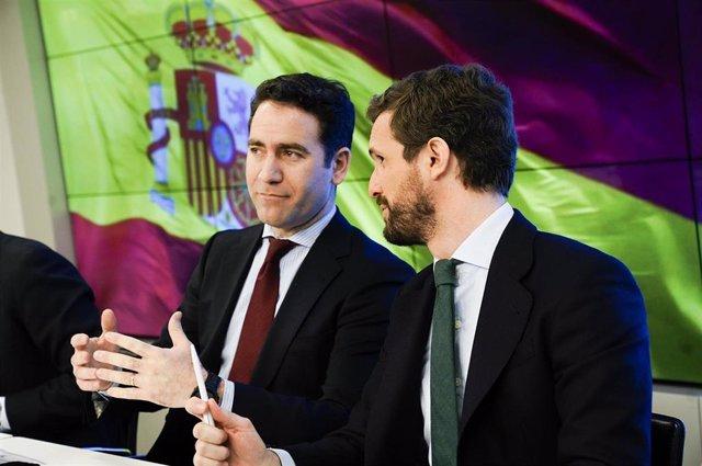 El secretario general del PP, Teodoro García Egea, junto al presidente del partido, Pablo Casado, el pasado lunes durante la reunión de la Junta Directiva Nacional del PP.