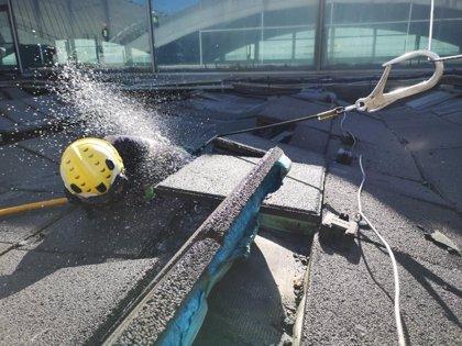 El fuego en la cubierta del aeropuerto del Altet penetró en capas inflamables y progresó sin ser detectado