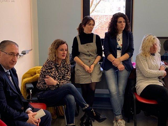 La diputada Cristina González visita los grupos de búsqueda activa de empleoen alava