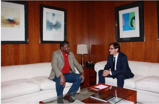 Illa se reúne con el ministro de Gambia