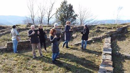 Gipuzkoa se interesa por la reconstrucción virtual desarrollada por la Diputación de Bizkaia en el Castro de Arrola