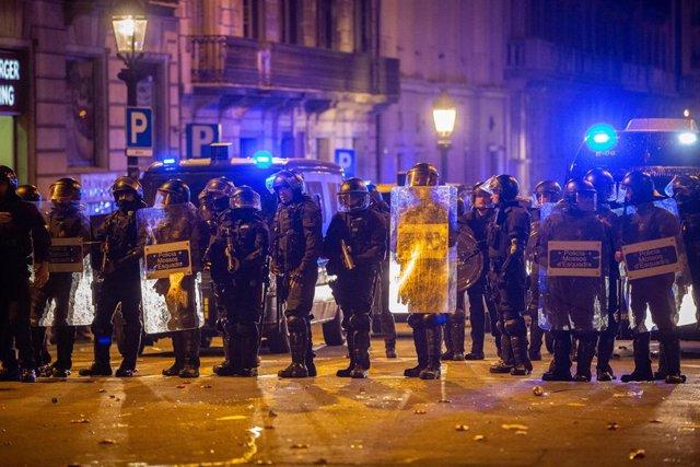 Disturbios tras la manifestación en Barcelona en rechazo a la sentencia del 1-O y para pedir la libertad de los presos a 26 de octubre de 2019