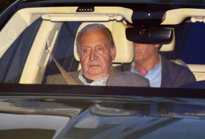 El Rey Juan Carlos y la Infanta Elena visitan a Simoneta Gómez-Acebo hospitalizada