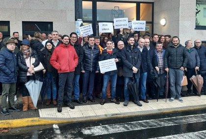"""Alcaldes, ediles y portavoces socialistas exigen en A Baña (A Coruña) una """"atención pediátrica digna y continua"""""""