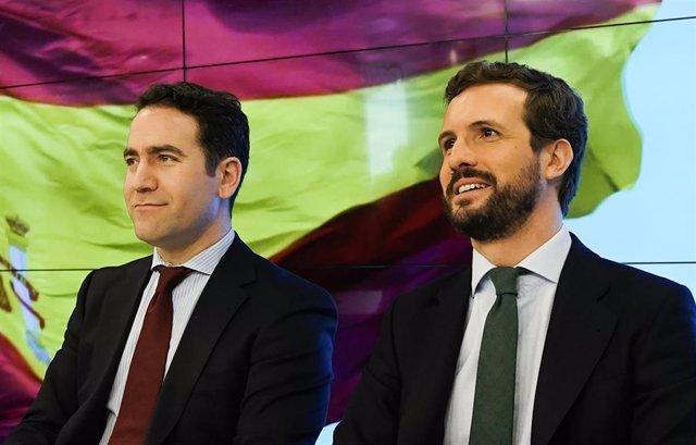 El presidente del Partido Popular, Pablo Casado (dech) y el secretario general del PP, Teodoro García Egea (izq), durante la reunión de la Junta Directiva Nacional de su partido, en Madrid (España), a 13 de enero de 2020.