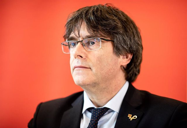 FILED - 03 June 2019, Hamburg: Former President of the Government of Catalonia Carles Puigdemont speaks during a press conference at a hotel complex in Hamburg. A Belgian judge has suspended the extradition of Catalan separatist leader Carles Puigdemont