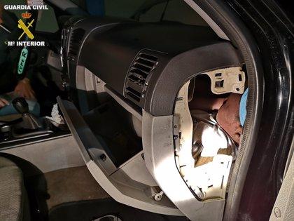 A prisión una pareja por llevar a una menor oculta en el salpicadero del coche en la frontera de Melilla