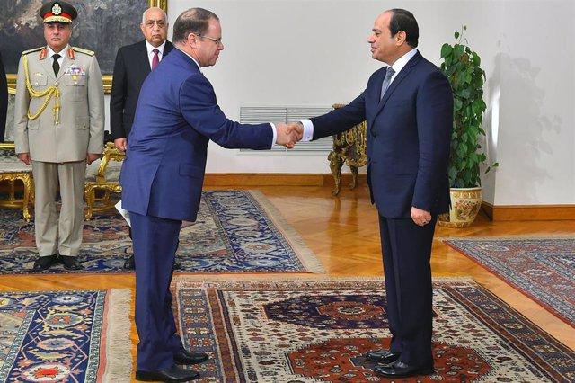 El fiscal general de Egipto, Hamada el Saui, con el presidente del país, Abdelfatá al Sisi