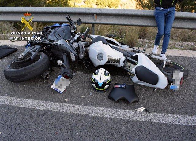 Guardia Civil localiza en menos de cinco horas al conductor de un turismo fugado después de colisionar con dos motoristas