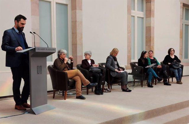 Roger Torrent, Carme Porta, Maria Dolors Calvet, Núria de Gispert, la moderadora Sara González, África Lorente i Eulàlia Reguant en la jornada 'Lideratge femení al Parlament', Barcelona, 17 de gener del 2020.