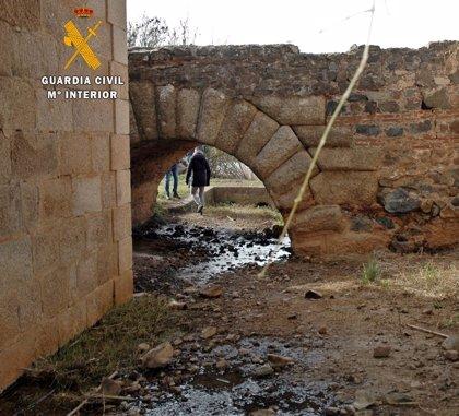 Investigan al responsable de una empresa de Mérida por verter aguas industriales sobre una canalización romana