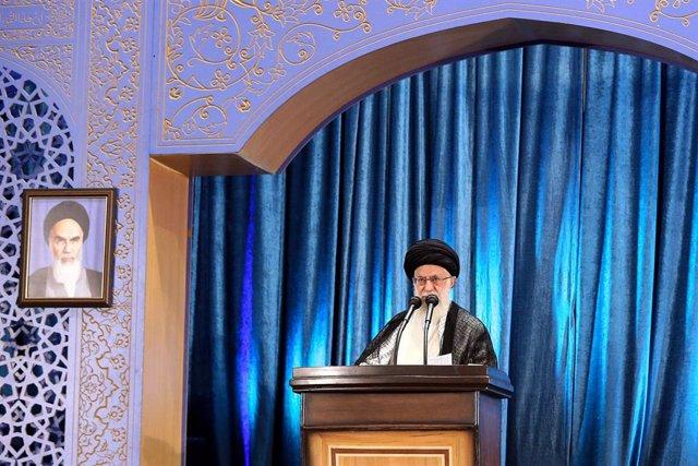 """Irán.- Jamenei lamenta el """"amargo"""" derribo del avión pero pide que no eclipse el"""