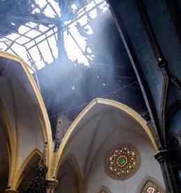 Guinea Ec.- Los bomberos sospechan que el incendio que ha destrozado la Catedral