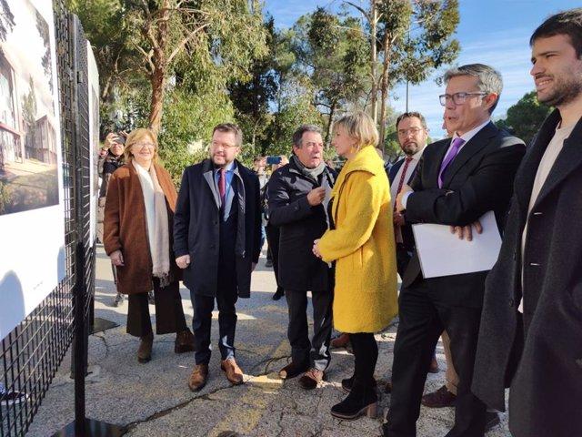 El vicepresident de la Generalitat i conseller d'Economia, Pere Aragons, i la consellera de Salut, Alba Vergés, en una visita al nou edifici del VHIR