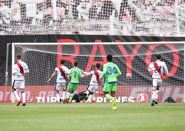 Fútbol.- Antiviolencia declara de alto riesgo el Rayo-Betis de Copa y los Real M