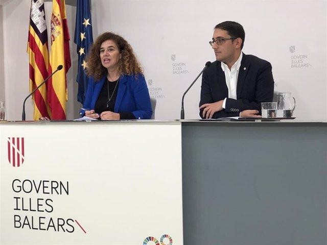 La portavoz del Govern, Pilar Costa, y el conseller de Modelo Económico, Turismo y Trabajo, Iago Negueruela, en rueda de prensa