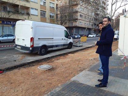 Hila visita las obras de renovación de la avenida Gaspar Bennàzar, que se prolongarán durante cuatro meses