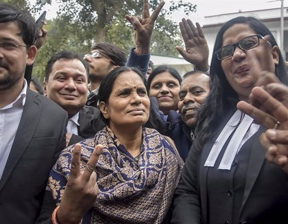 Un tribunal indio aplaza para el 1 de febrero la ejecución de los violadores y asesinos de la joven 'Nirbaya'