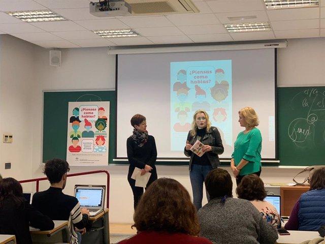La directora del Instituto Andaluz de la Mujer (IAM), Laura Fernández, presenta la guía didáctica para un uso igualitario del lenguaje '¿Piensas como hablas?'.