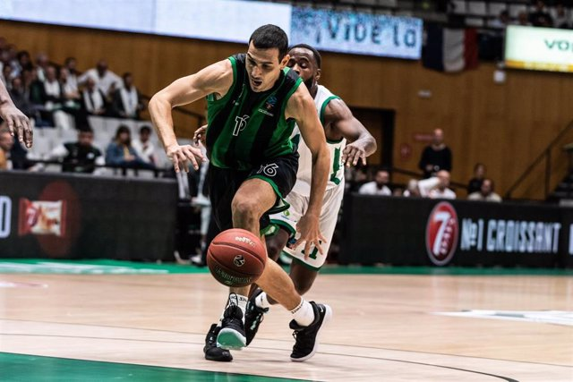 Nikos Zisis, #16 player of Joventut Badalona from Greece, in action during the ULEB EuroCup  Group C match between  Joventut Badalona and Nantarre 92 on November 06, 2019 at Palau Olimpic de Badalona, in Badalona, Spain.