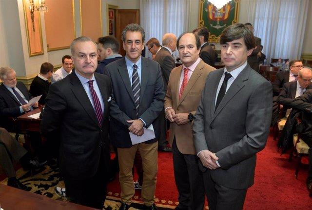 De izquierda a derecha, el general de división Felipe de la Plaza, el consejero de Industria Francisco Martín, el presidente de la Cámara de Comercio, Modesto Piñeiro, y el presidente del Clúster de Industria de Defenssa, Luis García