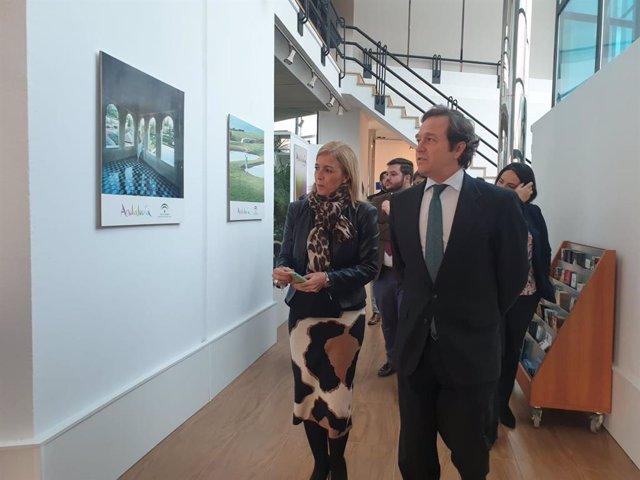 La subdelegada de la Junta de Andalucía en el Campo de Gibraltar, Eva Pajares, en su visita al edificio de Turismo de La Línea de la Concepción